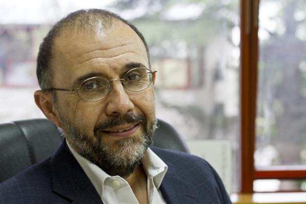 Dr. Alejandro Villar