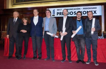 Diego Golombek 3 desde la derecha recibió el Diploma al Mérito de la Fundación Konex Foto Infobae