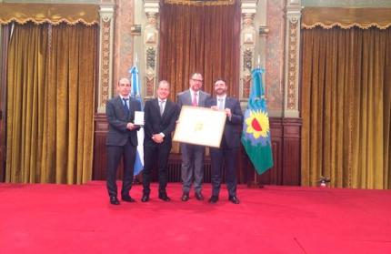 Roberto Hernaacuten Abdala recibioacute el Premio Provincia de Buenos Aires