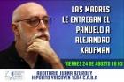 Kaufman recibió el pañuelo blanco de Madres Plaza de Mayo