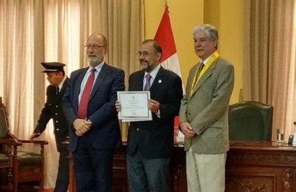 El Rector de la UNQ fue distinguido en Lima